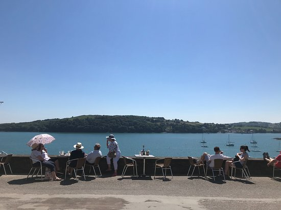Glandore, Ireland: Lunch with a view.....