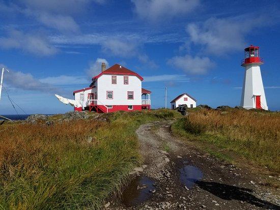 Quirpon Island, Canadá: The main inn and lighthouse