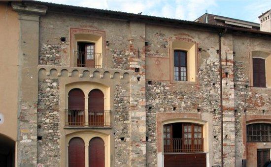 Angera, Italie : Ex convento e porta di S. Caterina