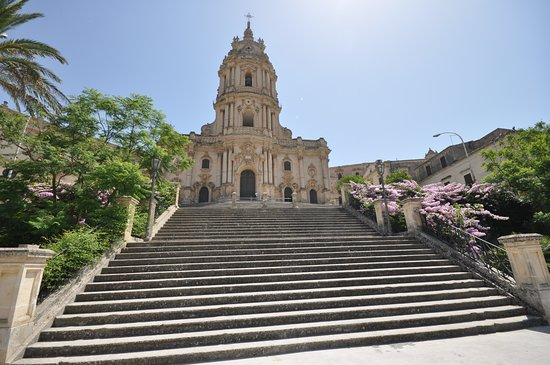 Chiesa di San Giorgio: Escalinatas al cielo del barroco