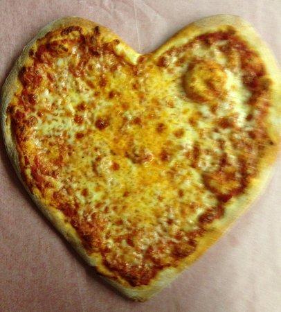 Wolcott, Коннектикут: Heart Shaped Pizza's
