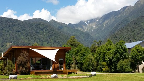 Ribbonwood Retreat Bed and Breakfast : Views from the cottage are of the glacier valley, farmland and forest