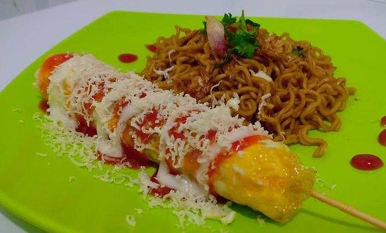 Karimun Island, Indonesia: Nikmai setiap gigitan Sostel berpadu dengan nikmatnya mie goreng