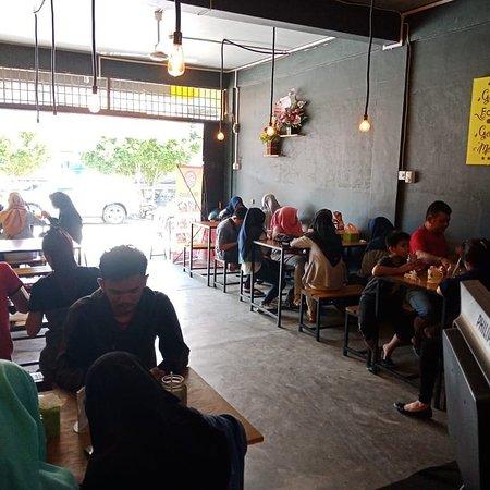 Karimun Island, Indonesia: Indoor View King Geprek