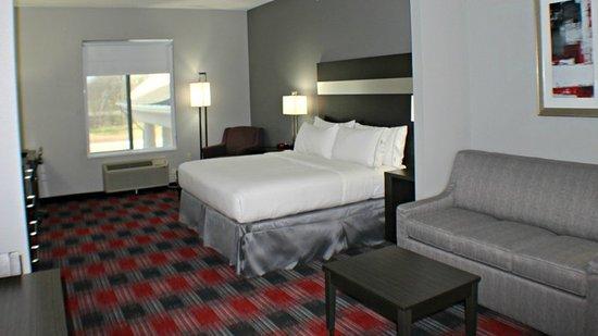 Bonham, TX: Suite