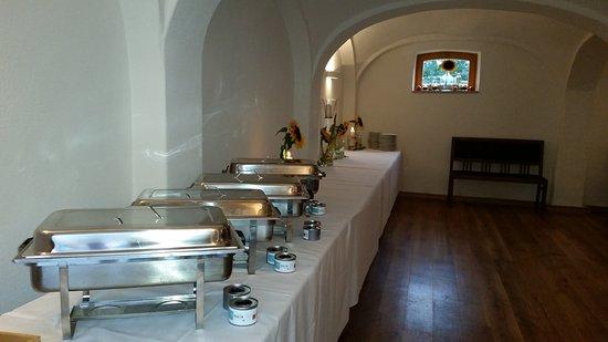 Karlskron, Německo: Buffet im Gewölbe