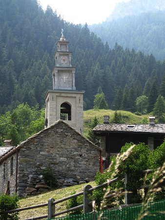Champorcher, Italy: chiesa