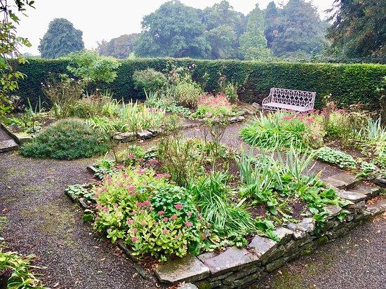 Yarpole, UK: Part of the garden