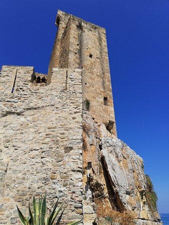 L'Antico Granaio Sotto il Castello Federiciano: L'Antico Granaio Sotto il Castello Federiciano