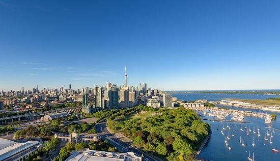 Toronto, Canada: Canada's Downtown, where urban meets nature