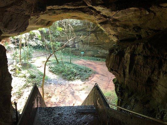 Nova Esperanca do Sul: Escadaria de entrada da gruta
