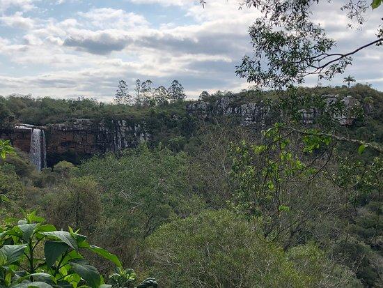 Nova Esperanca do Sul: Cachoeira véu da noiva a partir da entrada da gruta