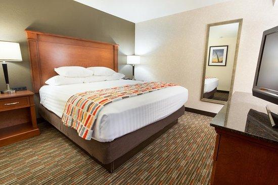 Drury Inn & Suites St. Louis Creve Coeur