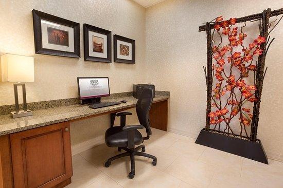 Drury Inn & Suites Mt. Vernon: Business center
