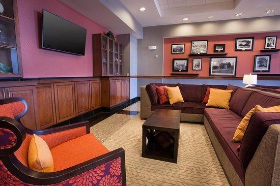 Drury Inn & Suites Cincinnati Sharonville: Lobby