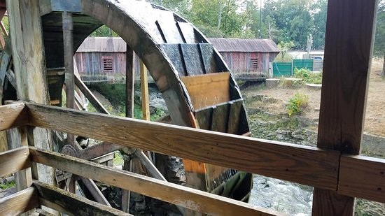 Clifton, OH: Old Mill wheel