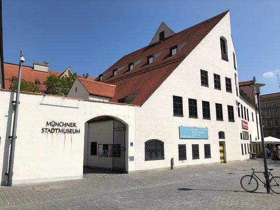 Muenchner Stadtmuseum /Munich Municipal Museum: Münchner Stadtmuseum