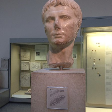 busto do imperador césar augusto ロンドン 大英博物館の写真