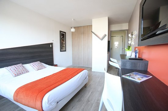 Chevilly Larue, France : Guest room