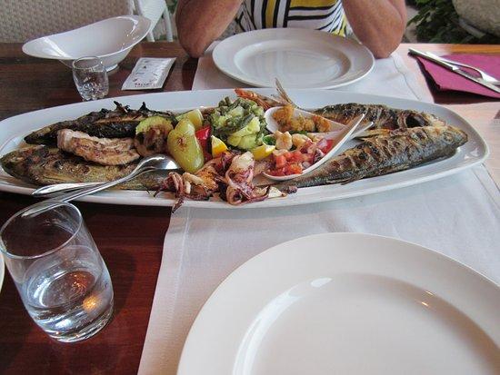 Trstenik, Croatie: Fish platter.