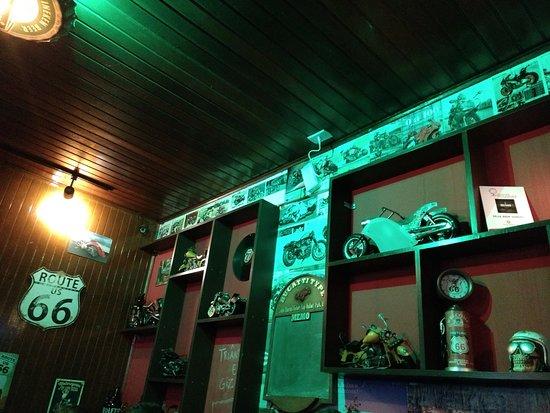 Cassino, RS: Decoração bem rock n roll e motociclistica