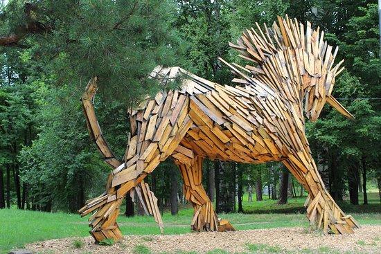 Vyksa, Ρωσία: Красивый Единорог, сделанный из деревянных досок, мало кого оставляет равнодушным.