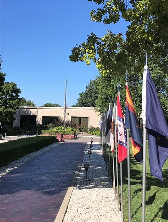 Harry S. Truman Library and Museum: President Truman and his wife gravesite is in courtyard of library/museum.