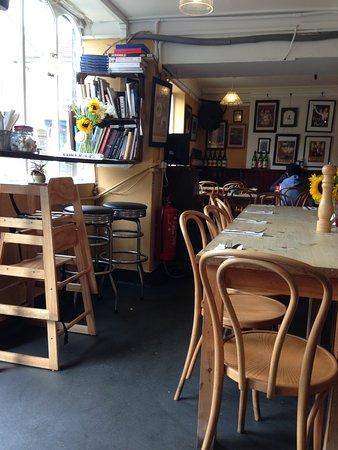The Village Shop & Cafe: salle de restaurant, esprit Chineur ...