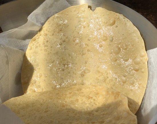 GREENS Paihia : Papadum - 4 yummy, salty deep fried wafers