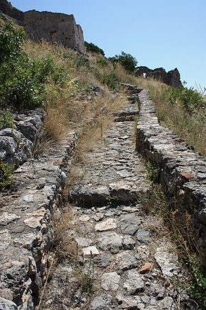 Laconia Region, Griechenland: Path up Geraki castle