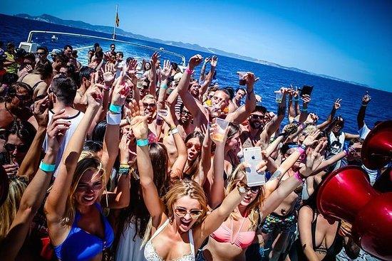 Festa de barco CDLN Ibiza com bar...