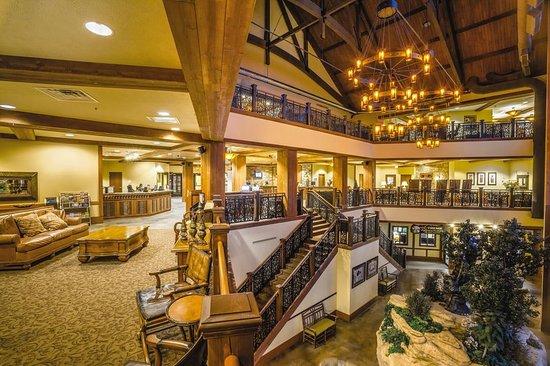 Wyndham Vacation Resorts at Glacier Canyon: Lobby