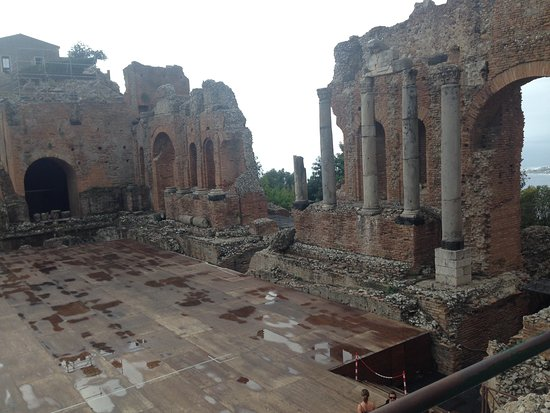 Teatro Greco: Across the stage