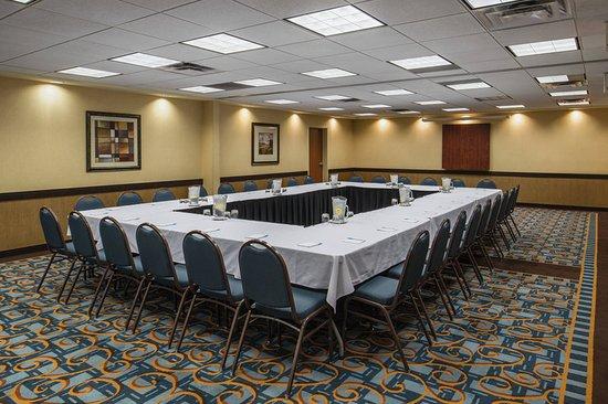 Fairfield Inn & Suites by Marriott Kelowna: Meeting room