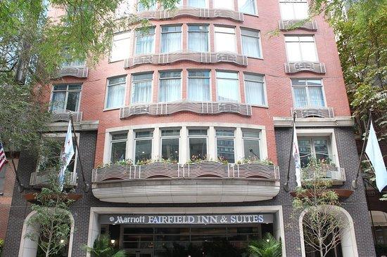 90370f39c338 Fairfield Inn   Suites Chicago Downtown Magnificent Mile Hotel Reviews    Deals
