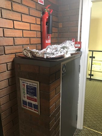 Dirty smelly food tray left in hallway for hours