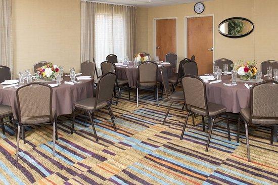 Fairfield Inn & Suites Columbus East: Meeting room