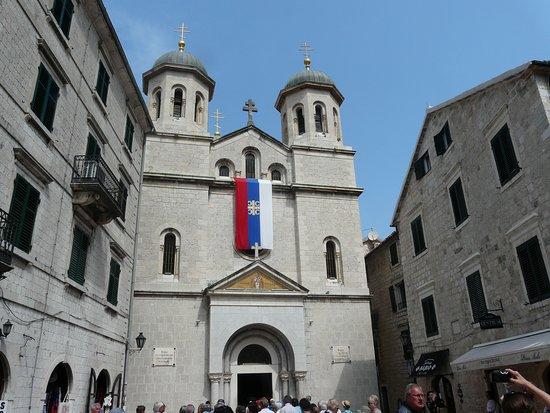 St. Nikola Church: Wejście i fasada
