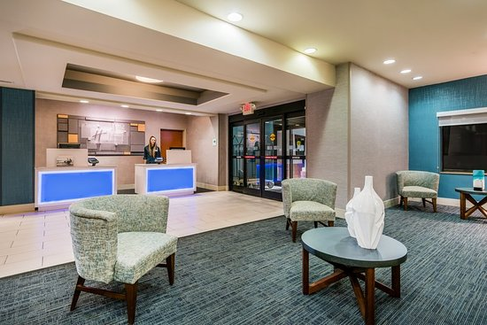 Holiday Inn Express Hotel & Suites Rocky Mount/Smith Mtn Lake: Lobby