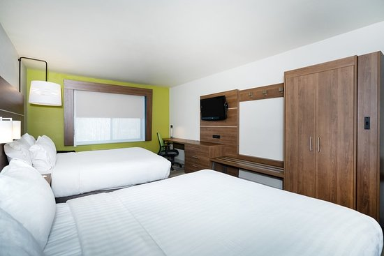 Holiday Inn Express Hotel & Suites Rocky Mount/Smith Mtn Lake: Guest room