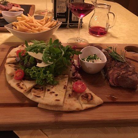 Restaurant Pizzeria & Steakhouse Anny: Locale carino, buon vino della casa, tagliata di buona qualità, sicuramente tornerò