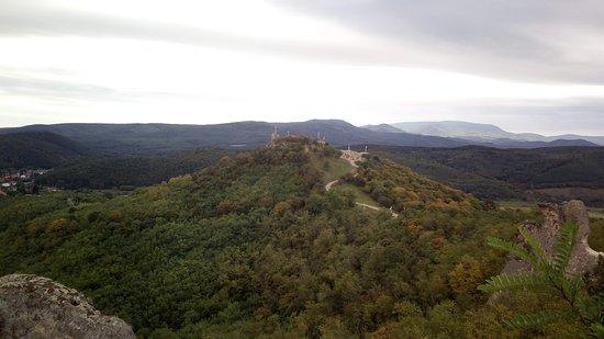 Sirok, Hungría: Várhegy a Barát és Apáca sziklákról