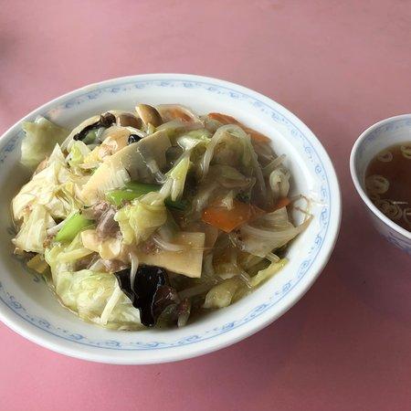 Kawajima-machi, Japan: 喜楽は焼肉定食だけじゃないよね。 中華丼もいけますよ!