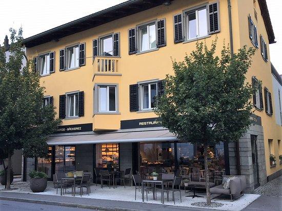 Thusis, Suíça: Aussenansicht mit Conditorei/Restaurant im EG.