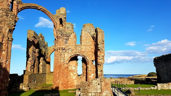 Holy Island, UK: Wonderful view from Lindisfarne Priory out to sea
