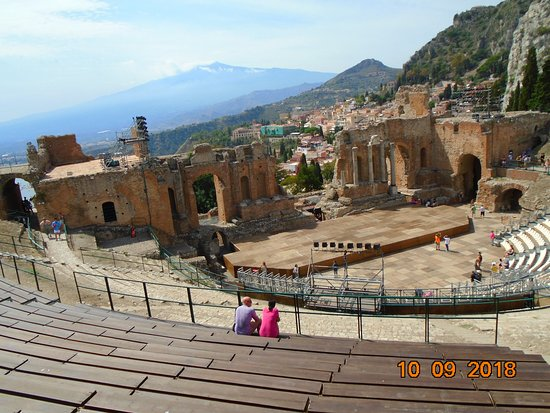 Teatro Greco: theatre with view of Mt Etna