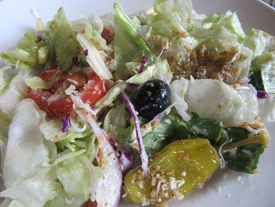 Blasdell, Estado de Nueva York: House salad was great with crisp greens, yummy dressing.