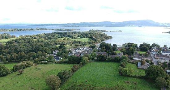 Mountshannon, Irlanda: The breakfast room overlooks the lake area