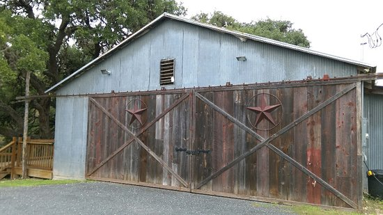 Utopia, TX: Activity barn where wedding receptions are held