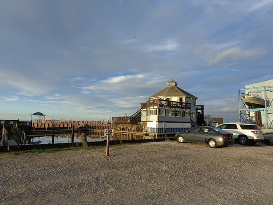 Fairport Harbor, OH: View of the restaurant and marina
